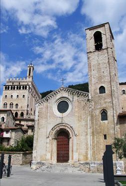 """Agriturismo Valle Verde - Gubbio - Chiesa Di """"Don Matteo"""" E Palazzo Dei Consoli - Matthew Father Church (Church Of S. Giovanni)"""