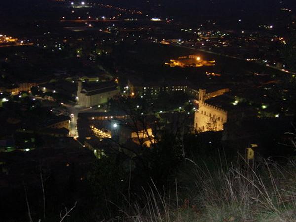 Agriturismo Valle Verde - Gubbio Di Notte - Gubbio By Night